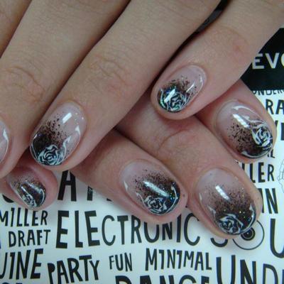 и даже с использованием геля ногти все равно модно короткие)) .